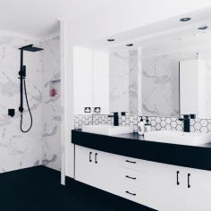 B&W Bathroom 1